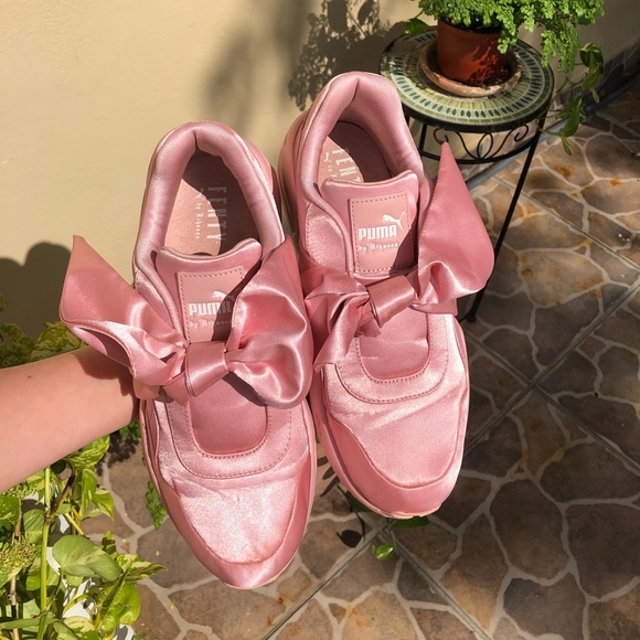 timeless design 7bf59 5abbe Puma Fenty By Rihanna Pink Bow Sneakers